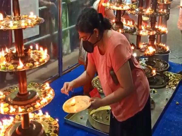 Women offering prayer at Attukal Temple