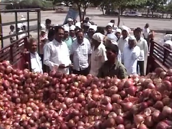 People carrying onions to the market in Nashik on Friday Photo/ANI