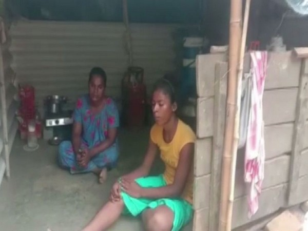 Members of transgender community in Odisha's Bhadrak (Photo/ANI)