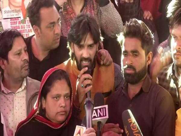Protestors at Shaheen Bagh while speaking to the reporters on Saturday (Photo/ANI)