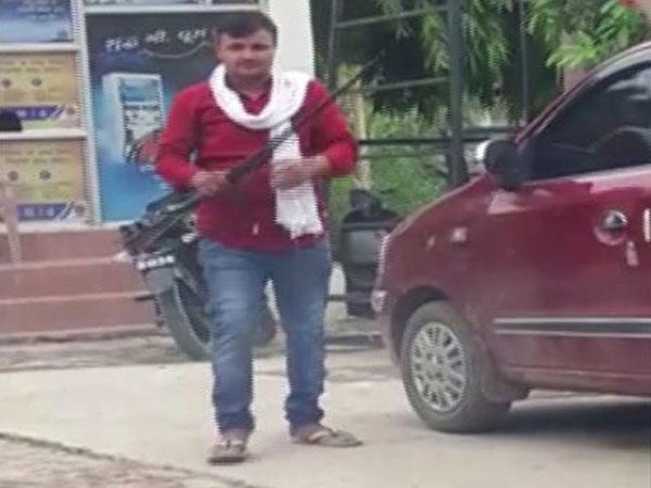 Man fired shots near the petrol pump in Prayagraj [Photo/ANI]