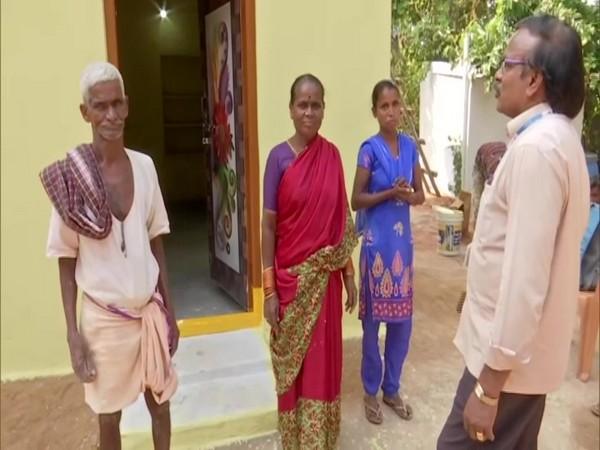 Pyaram Chandrayya with his wife Lakshmi, his daughter and aghu Arikapudi, President of Winners Foundation. (Photo/ANI)