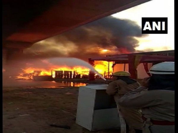 FIre-fighting operations in Kalindi Kunj furniture market (Photo/ANI)