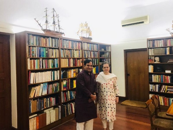 Former Union Minister Shakeel Ahmed met Congress interim President Sonia Gandhi on Thursday. (Photo/ANI)