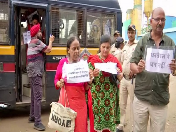 Some PMC bank depositors were detained for protesting outside Chief Minister's residence in Mumbai on Friday; they were later released. Photo/ANI