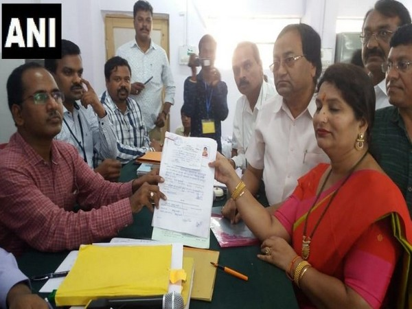 Jyoti, wife of State Minister Chandrashekhar Bawankule filed nomination as Independent candidate from Kamptee constituency. Photo/ANI