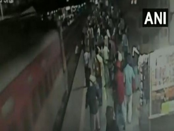 Visuals of the incident at Thane stations (Photo/ANI)