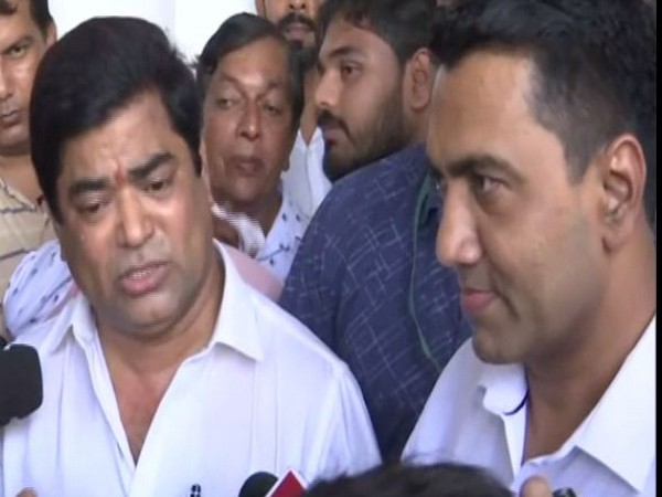 Former leader of Opposition in Goa Assembly Chandrakant Kavlekar and Chief Minister Pramod Sawant outside Raj Bhawan on Saturday(Photo/ANI)