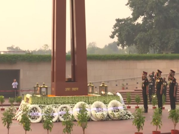 CDS General Bipin Rawat, Army chief General Manoj Mukund Naravane paid tribute at National War Memorial on Tuesday. (Photo/ANI)