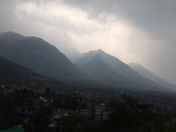 As per the weather forecast, there will be rain and snowfall for the next two days in Shimla, Kullu, Kinnaur, Kangra, and Chamba districts (Photo: ANI)