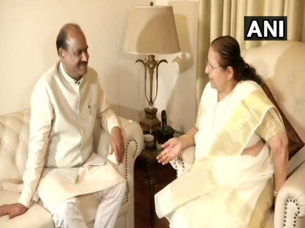 Om Prakash Birla met outgoing LS Speaker Sumitra Mahajan in New Delhi on Tuesday. Photo/ANI