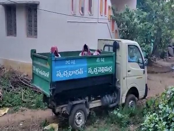 COVID-19 patients allegedly been taken to the hospital in a garbage truck in Andhra Pradesh's Vizianagaram (Photo/ANI)