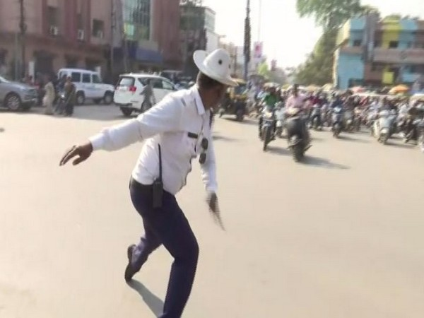 Mohammed Mohsin Sheikh exhibiting a dance step while managing traffic at an intersection (Photo/ANI)