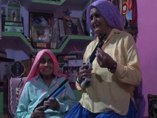Chandro Tomar, Prakashi Tomar
