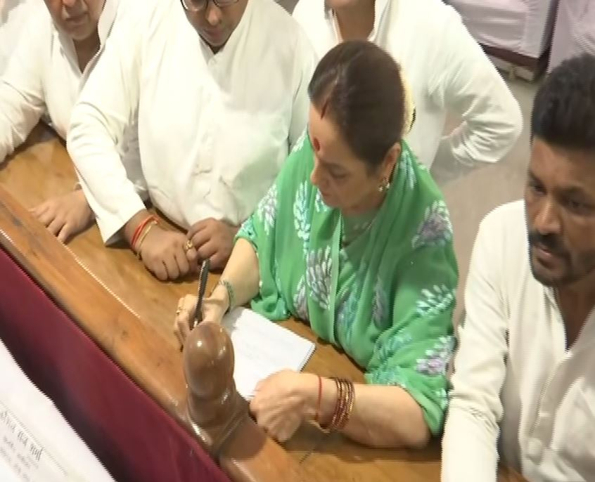 SP leader Poonam Sinha filing nomination from Lucknow Parliamentary Constituency on Thursday. Photo/ANI