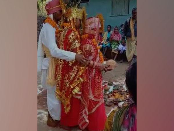 Hasina and Sundari married Chandu with Adivasi rituals in a Bastar Village