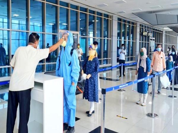 Passengers going through health-checkup at airport (Photo/Twitter/Hardeep Singh Puri)