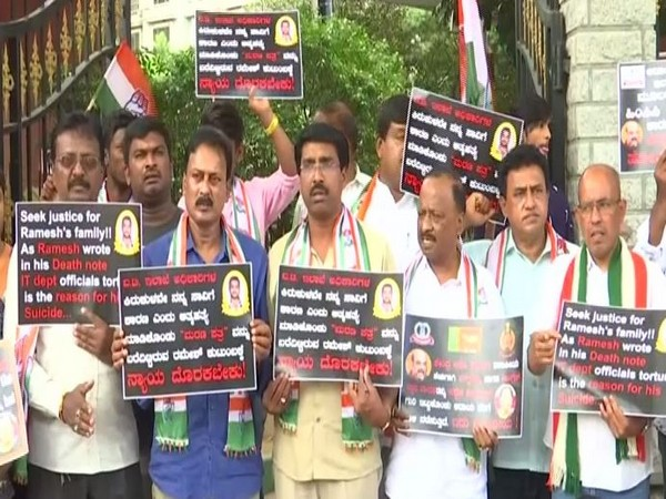 Congress workers staging protest over G Parameshwara's PA suicide in Bengaluru on Sunday. Photo/ANI
