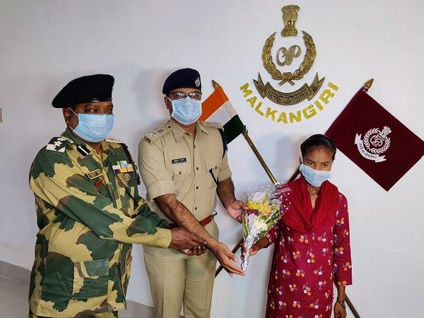 A woman Maoist surrendered before the Malkangiri Superintendent of Police (SP) and BSF (Photo/ANI)