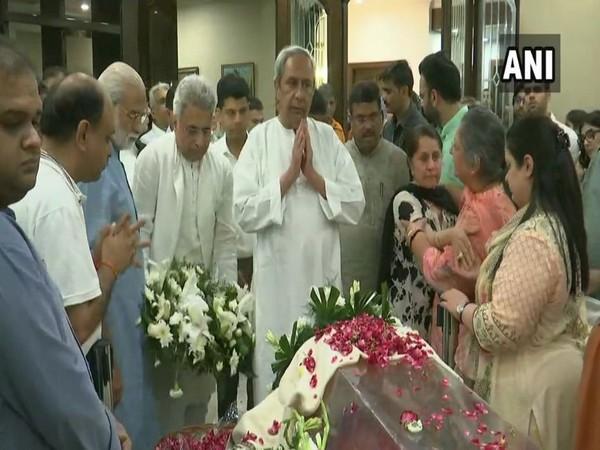 Odisha Chief Minister Naveen Patnaik and Biju Janata Dal MP Pinaki Misra paying respects to Arun Jaitley at his residence on Saturday. Photo/ANI