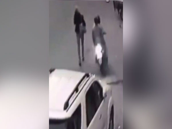Two bike-borne robbers snatched a woman journalist's cellphone from South-East Delhi's Okhla area. (Photo/CCTV Footage)