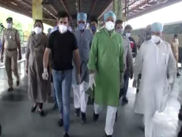 Bharatiya Janata Party (BJP) MP Gautam Gambhir, party's Delhi chief Adesh Gupta visited Railway Coach isolation centre at Anand Vihar railway station on Wednesday. (Photo/ANI)