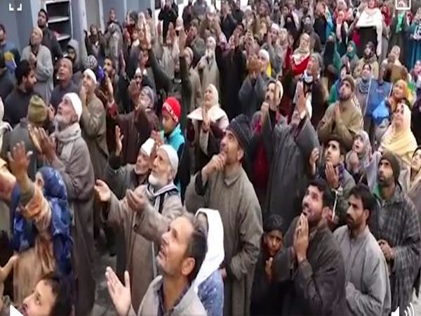 In the video, locals were seen in the premises of the shrine and taking part in the prayer with great devotion. They celebrated the birthday of Prophet Mohammad with great fervour.
