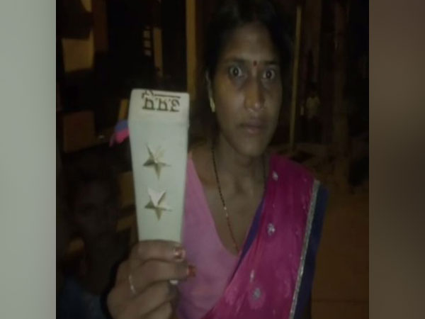 A woman allegedly misbehaved and tore off a policeman's uniform in Banda, Uttar Pradesh (Photo/ANI)