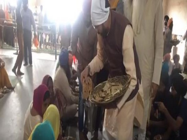 A still from the video posted by Javadekar where he was seen serving Langar on Friday in Kapurthala.