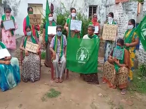 Villagers protesting in Amaravati (Photo/ANI)
