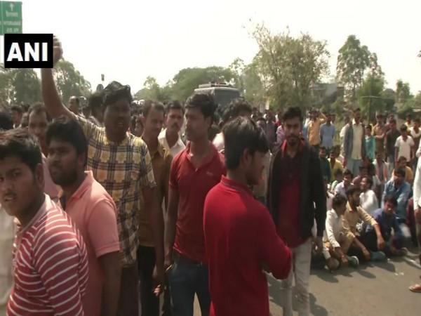 Locals stage protest in Maharashtra's Wardha (Photo/ANI)