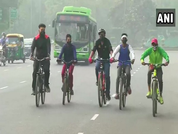 Delhi struggled to breathe on Monday due to poor air quality (Photo/ANI)