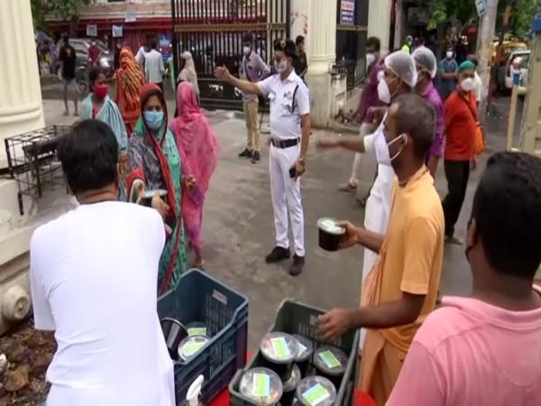 ISKCON distributing meals outside Kolkata Medical College (Photo/ANI)