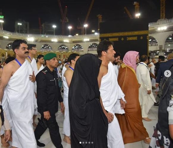 Pakistan Prime Miniser Imran Khan with first lady during Umrah in Mecca (Source: Instagram)