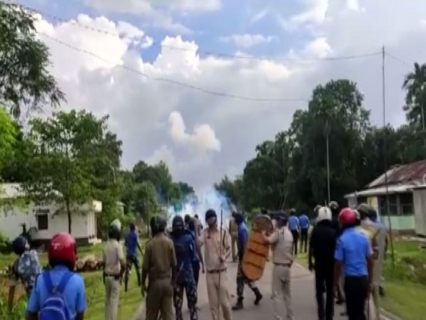 Clash in Rampur area of West Bengal's Cooch Behar district.(Photo/ANI)