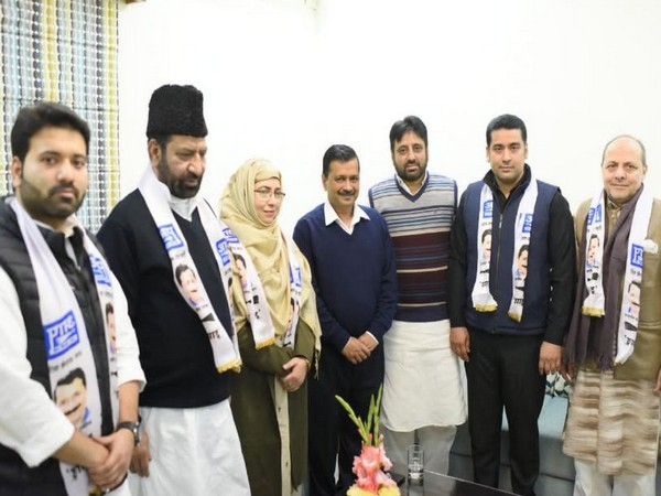 Former MLA Shoaib Iqbal, MCD Councillors from Congress Aley Mohammed Iqbal and Sultana Abad joined AAP on Thursday (Photo/ANI)