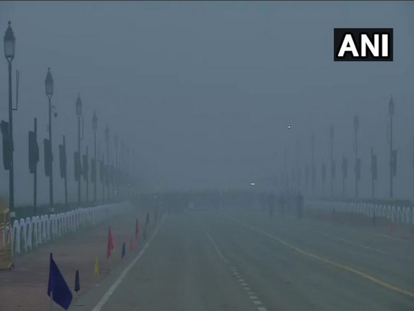 A layer of fog engulfed India Gate in New Delhi on Saturday morning (Photo/ANI)