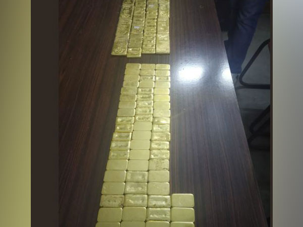 A total of 51.66 gold was seized in parallel operations in three cities.