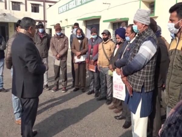 Om Prakash Bhagat addressing the farmers. (Photo/ANI)