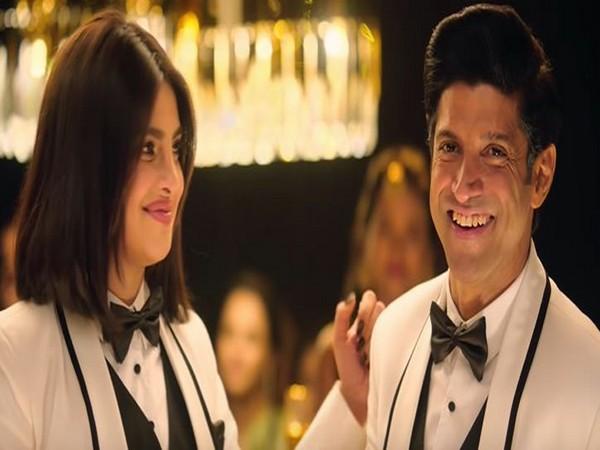 Priyanka Chopra and Farhan Akhtar in 'Pink Gulaabi Sky'