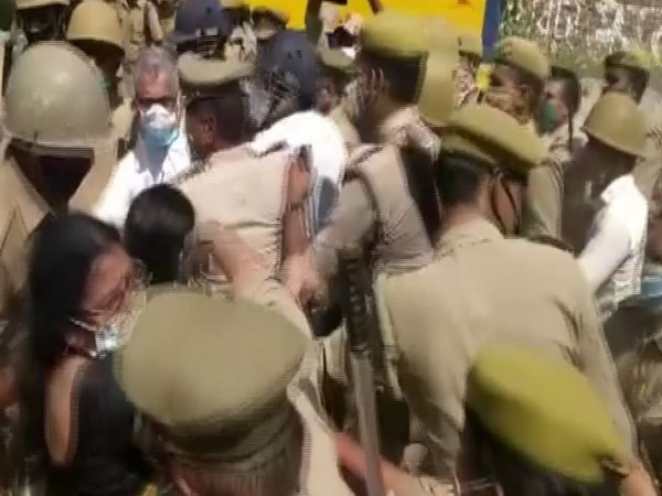 A delegation of Trinamool Congress (TMC) was roughed up by Uttar Pradesh Police at Hathras border (Photo/ANI)