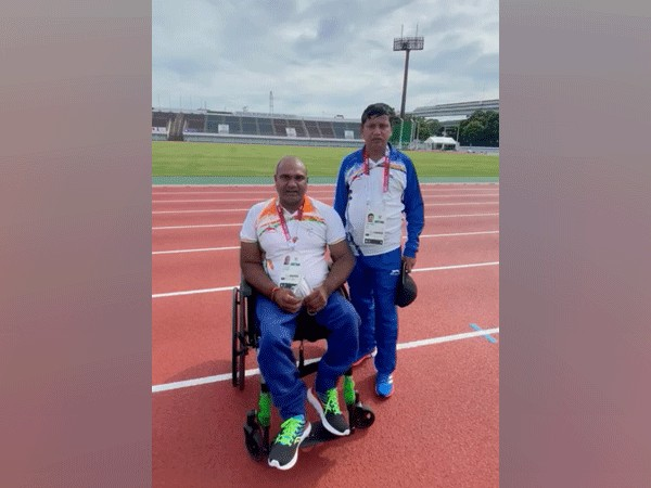Vinod Kumar with his coach (Image: Paralympic Committee of India)