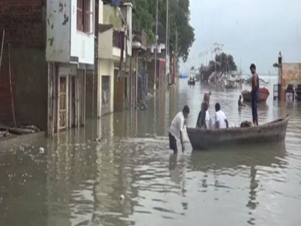Flood-like situation forces locals to wade through knee-deep water to commute. Photo/ANI