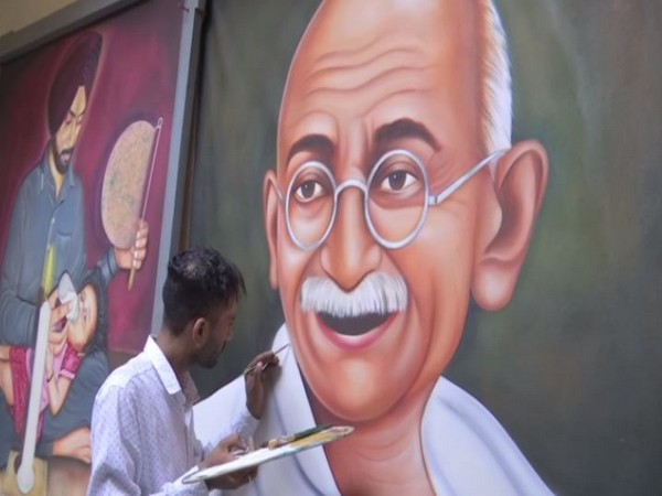 Jagjot has painted the father of the nation on a huge canvas to mark his 150th birth anniversary. Photo/ANI
