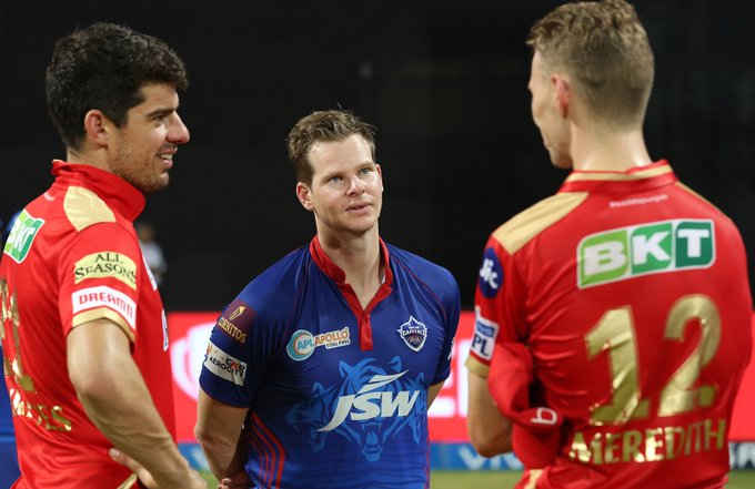 Steve Smith with Moises Henriques and Riley Meredith (Photo/ cricket.com.au Twitter)