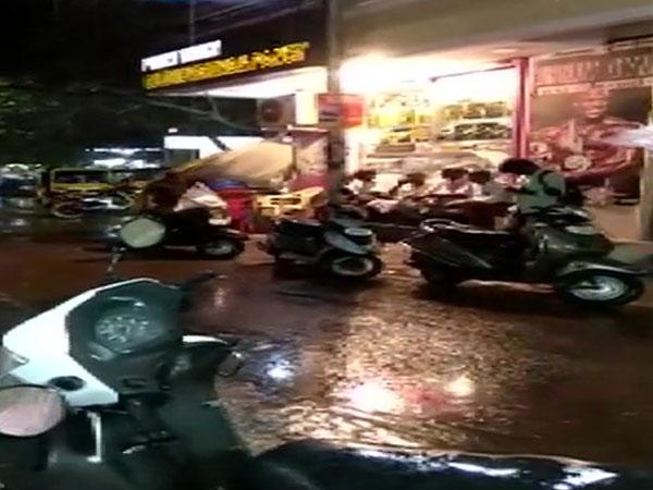Rains lashes several parts of Chennai on Saturday