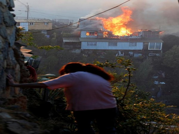 A house burns following the spread of wildfires in Valparaiso, Chile