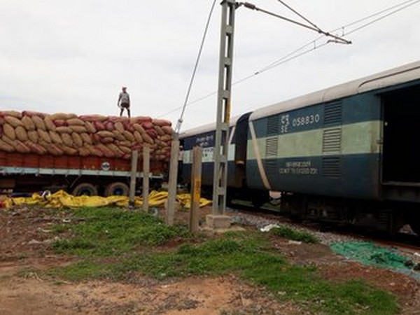 Dry chillies being loaded in a Special Parcel Train in Reddipalem in Andhra Pradesh for export to Bangladesh. (credit: Piyush Goyal twitter)
