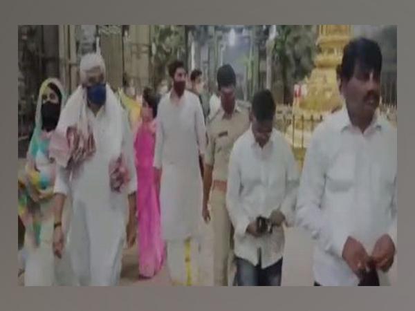 Gajendra Singh Shekawat visits Srikalahasti temple on Saturday. Photo/ANI