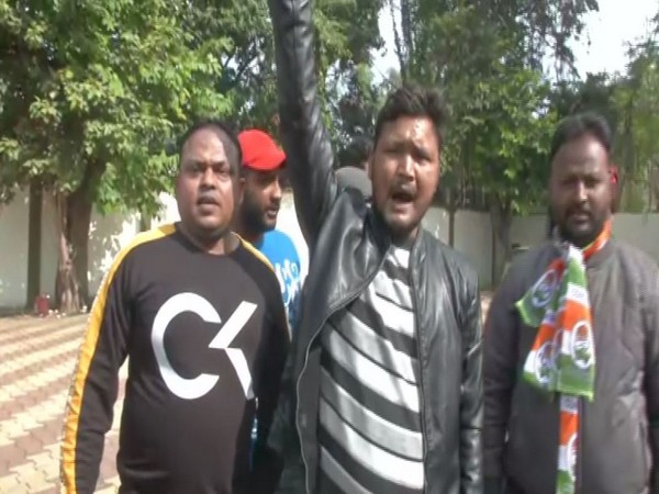 Congress-JMM supporters celebrate the early lead secured by the alliance in Ranchi on Monday. Photo/ANI